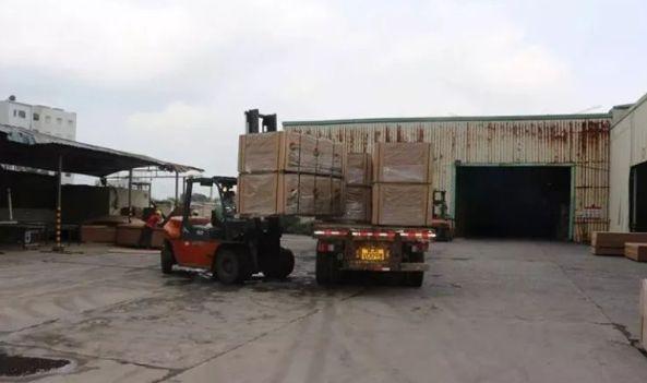 广西容县成为全国最大的生态板材家具生产基地大冶